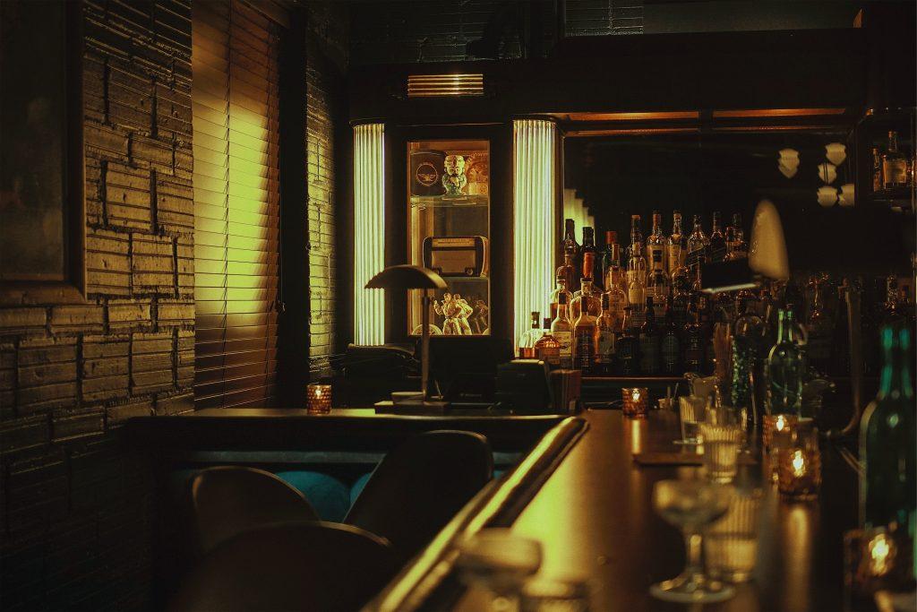 Escape room met als thema een speakeasy of geheime bar